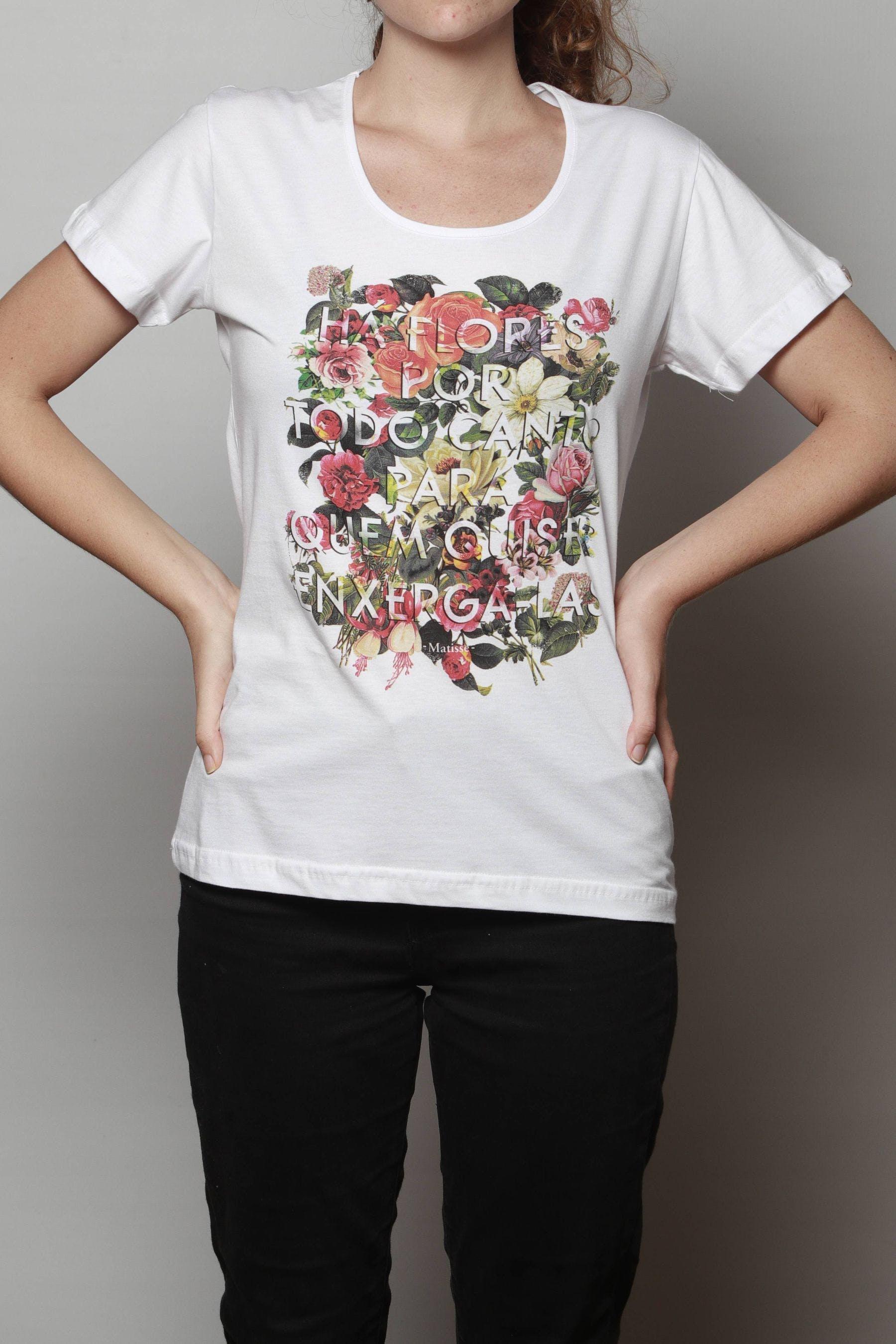 Camiseta Há Flores