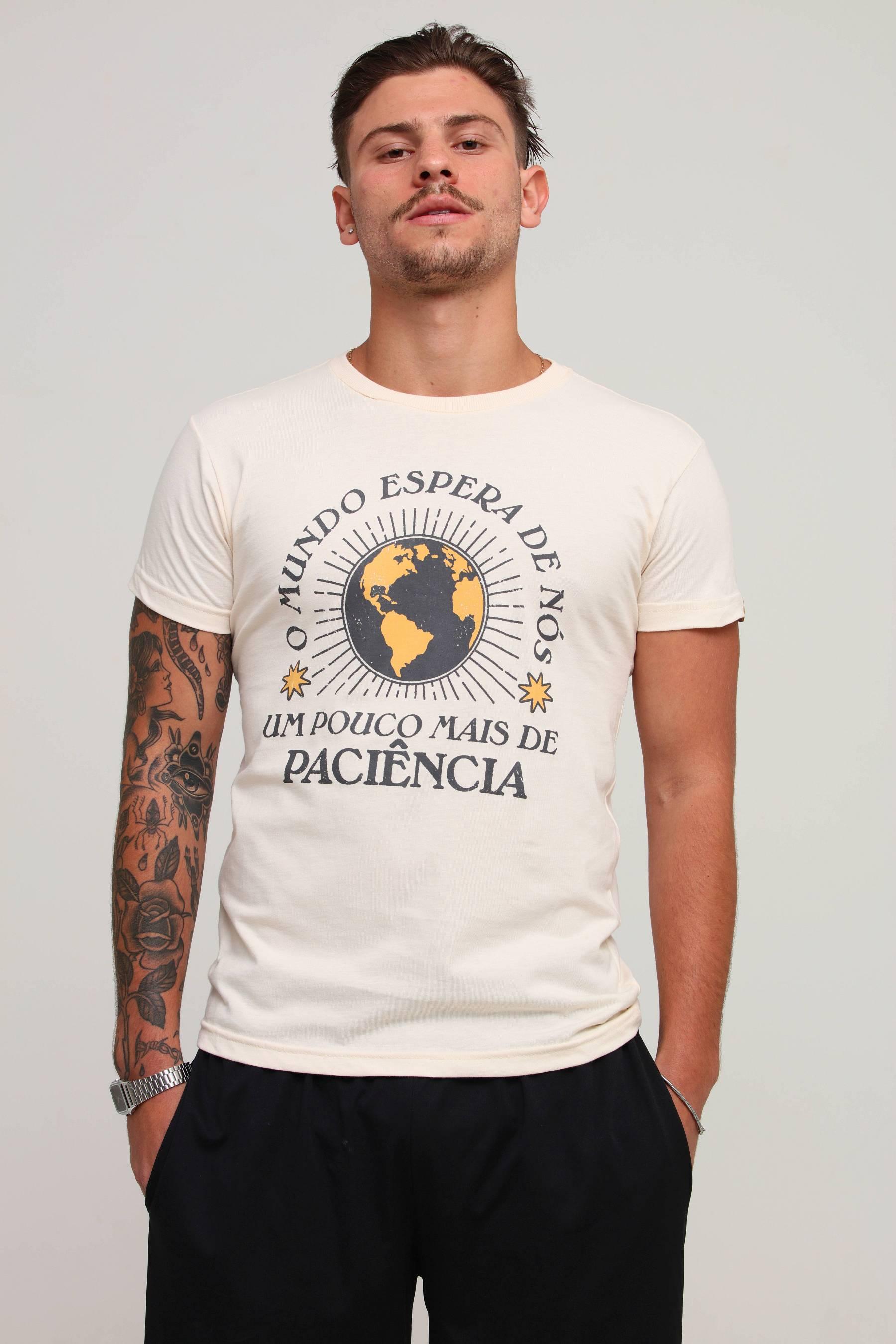 Camiseta O Mundo Espera De Nós