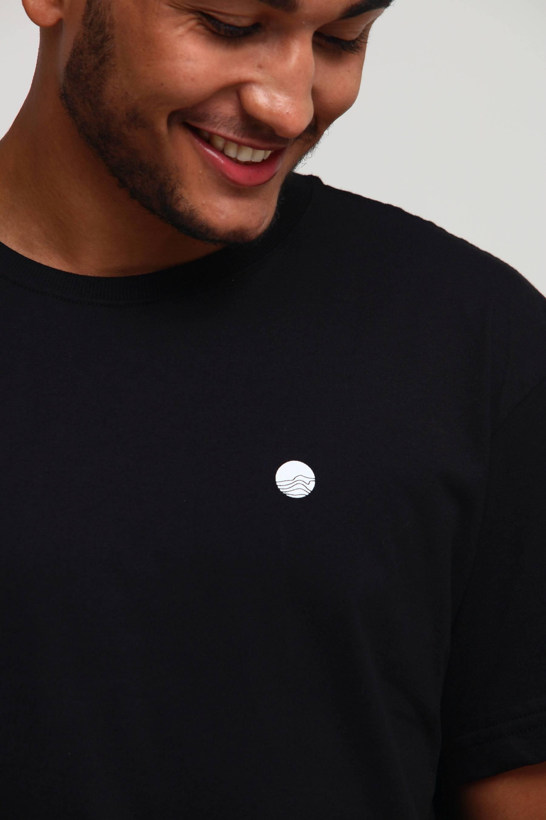 Camiseta Nada Básica Preta
