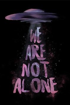 Estampa Camiseta We Are Not Alone