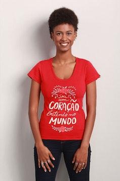 Camiseta Coração Batendo no Mundo