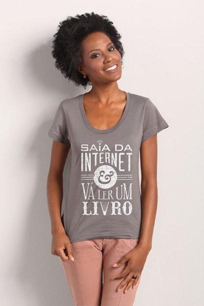 Camiseta Vá Ler Um Livro
